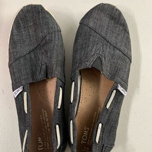 Toms flats Youth size 5. Fits like a women's 7.5